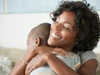 Αγκαλιάστε, φιλήστε τα παιδιά σας