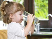 To καλύτερο ποτό για τα παιδιά είναι το νερό
