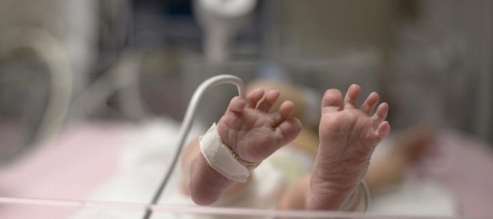 Ζώντας για μέρες στη Μονάδα Εντατικής Νοσηλείας Νεογνών