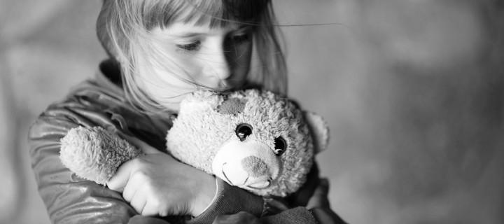 H απώλεια με μικρά γράμματα: πως μιλάμε στα παιδιά για τον θάνατο
