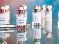 Μπορούν τα εμβόλια να μειώσουν τη μετάδοση της COVID-19;